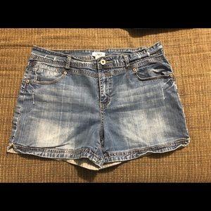 2 pair Women's 16 Cato denim shorts
